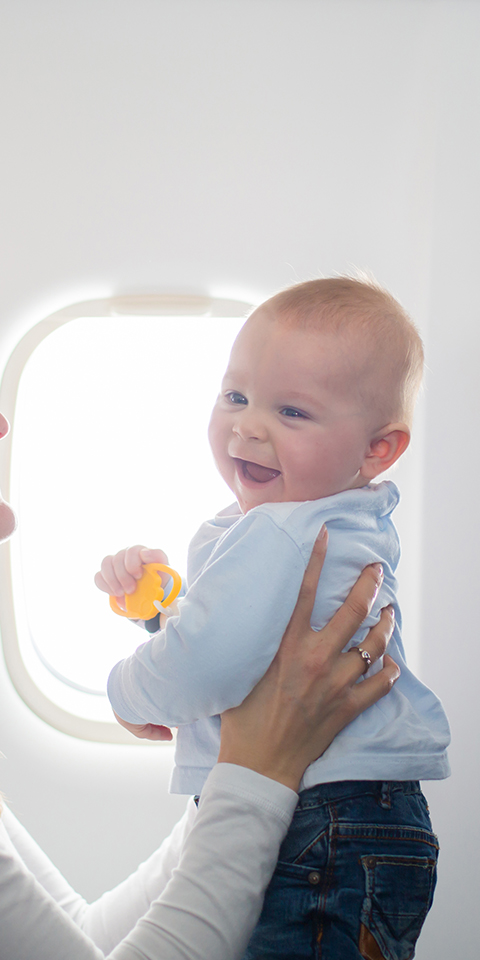 Dicas para viajar de avião com bebês de colo