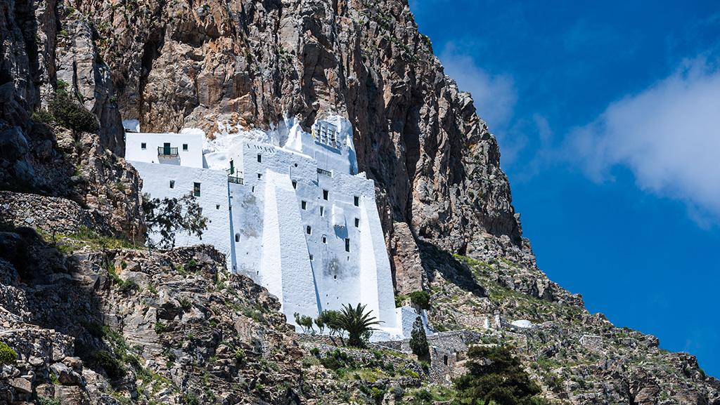 Mosteiro de Panagia Hozoviotissa, na costa da ilha de Amorgos, Grécia